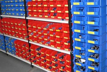 Різновиди складських пластикових ящиків і пластмасових контейнерів - лотків